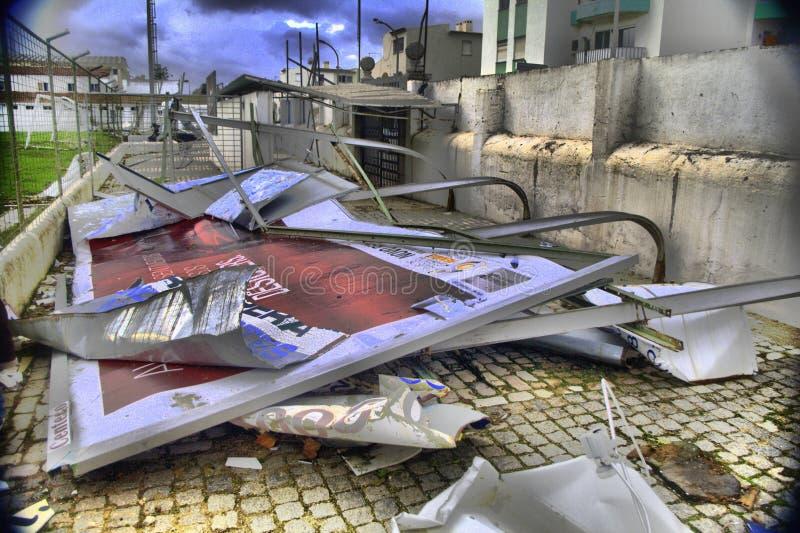 Download 龙卷风的后果 编辑类库存照片. 图片 包括有 金属, 报废, 浩劫, 浪费, 损坏, 路面, 残骸, 楼层 - 28033663