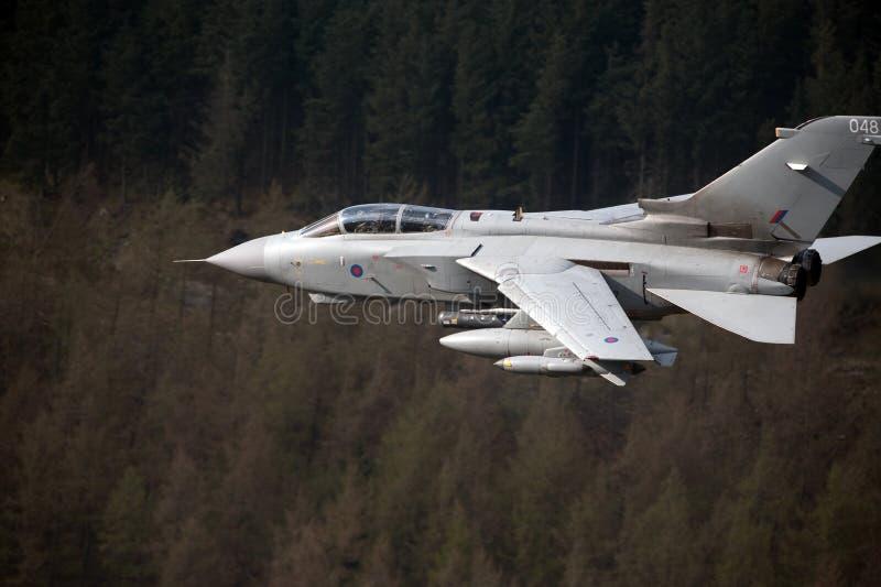 龙卷风GR4/GR4A欠平实飞行威尔士 图库摄影