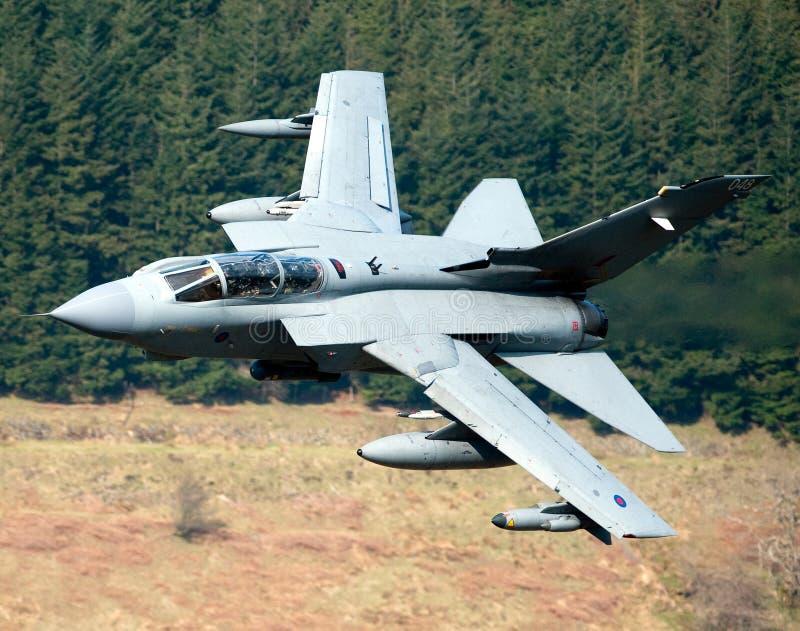 龙卷风GR4/GR4A欠平实飞行威尔士 免版税库存照片