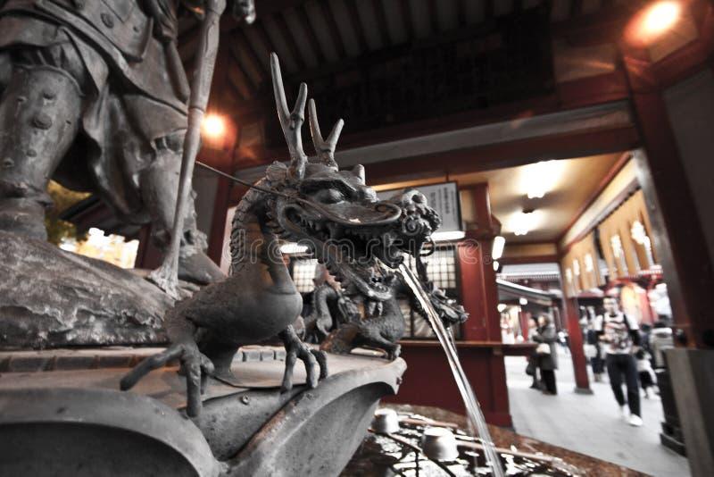 龙喷泉sensoji 库存图片