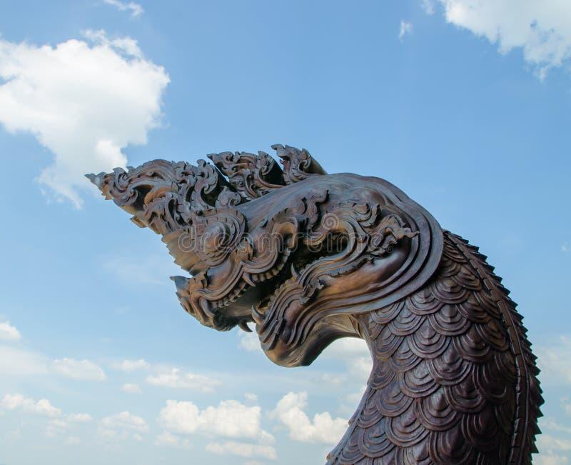 龙国王泰国纳卡人的雕象 免版税库存照片
