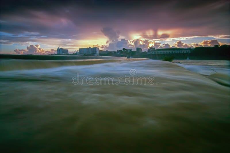 龙塘水坝也已知的Lontang水库担当位于南渡江的结束和暗流灌溉水坝龙塘, Haina 库存图片