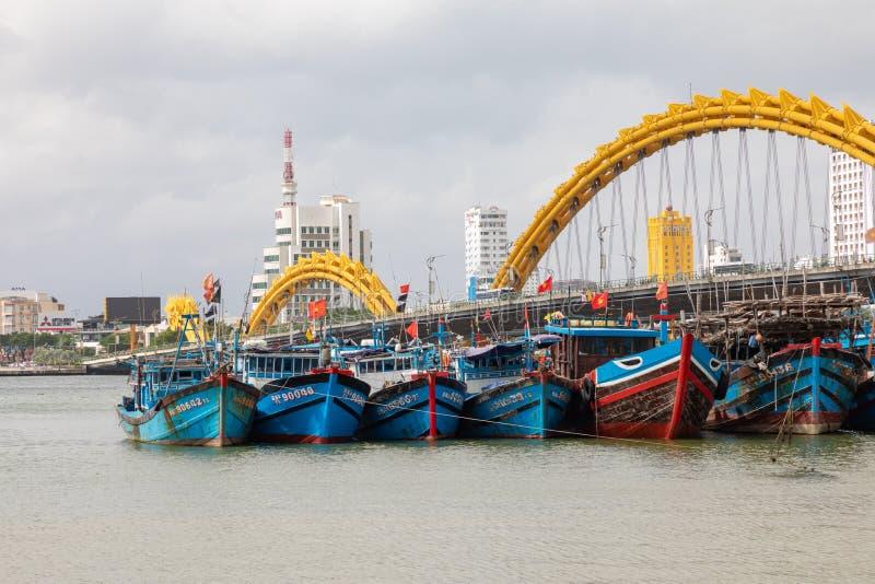 龙桥梁库阿荣,这座现代桥梁横渡汉江,被设计和被修造以龙的形式 这是标志 免版税库存图片