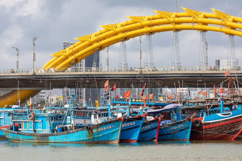 龙桥梁库阿荣,这座现代桥梁横渡汉江,被设计和被修造以龙的形式 这是标志 免版税库存照片