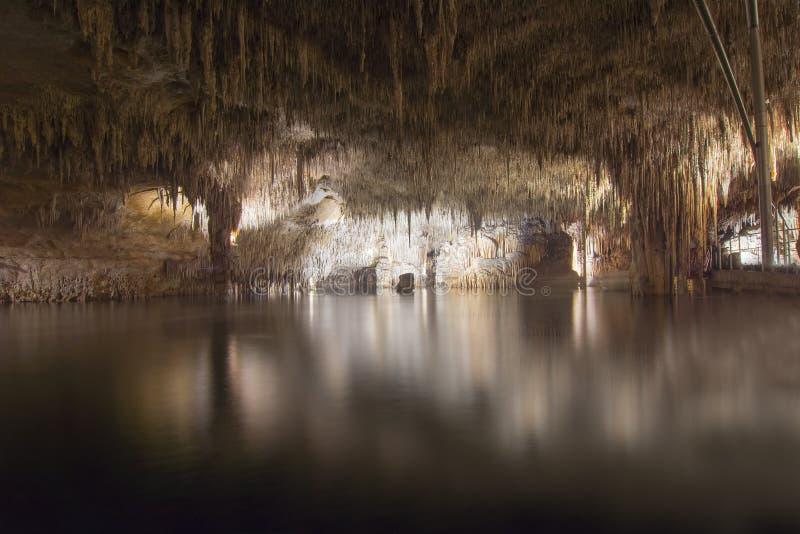 龙洞的奎瓦斯del德拉克,波尔图克里斯多,马略卡,西班牙地下湖 图库摄影