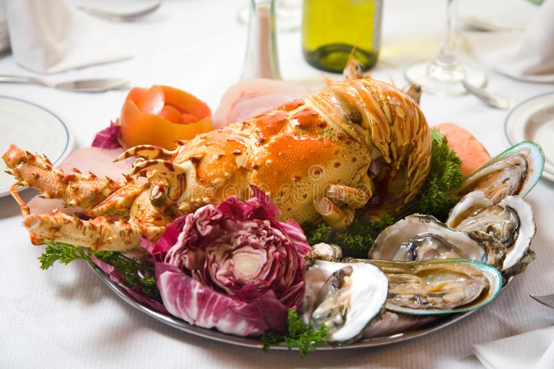 龙虾和牡蛎板材 库存照片
