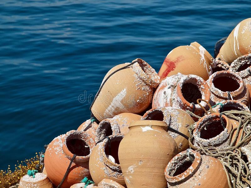 龙虾的Fisher笼子在港口 免版税库存图片