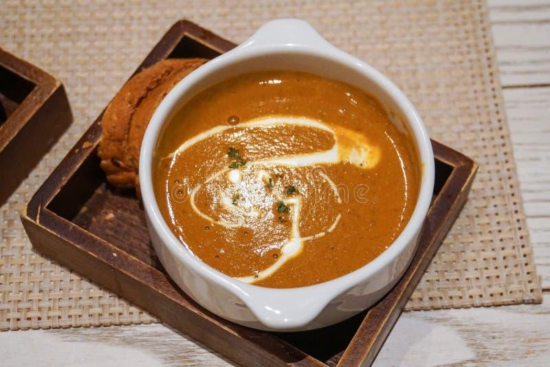 龙虾素瓷汤和蒜味面包 图库摄影