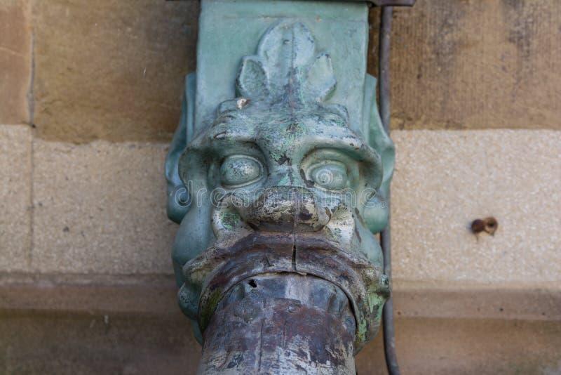 龙装饰欧洲大教堂建筑细节水 免版税库存照片
