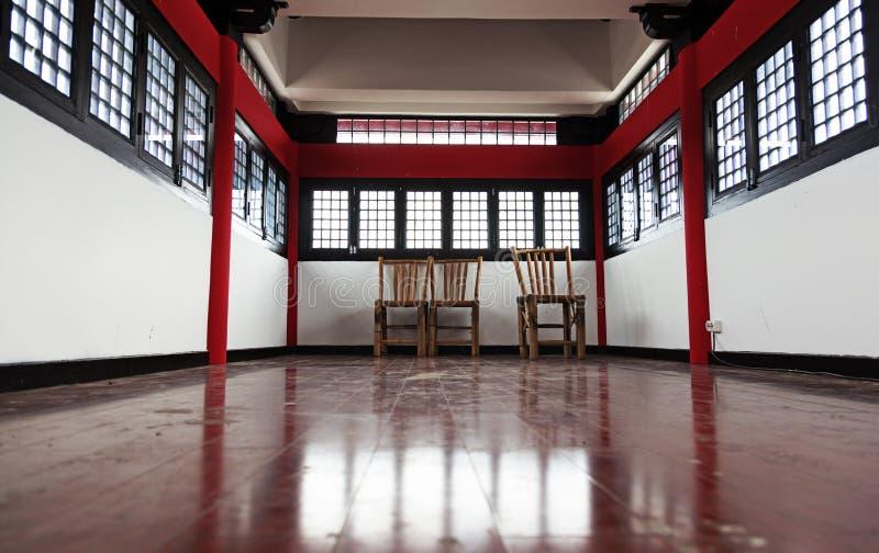 龙门的一间传统中国屋子 免版税库存图片
