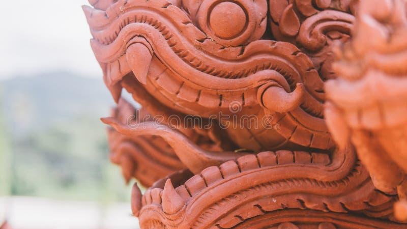 龙�y�e�n�_龙ntraditional雕象在泰国 在泰国的文化的龙