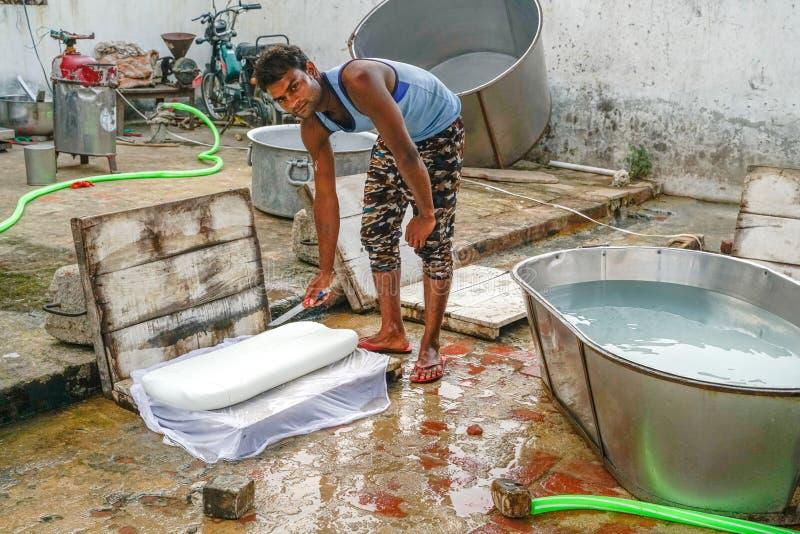 龚德基金会/印度30 10 2018年:小印度乳酪厂 库存图片