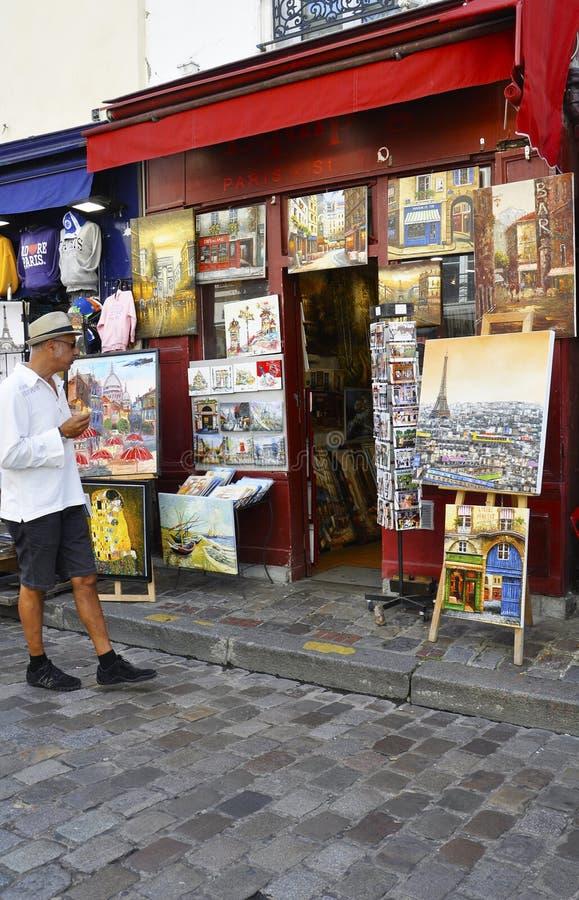 巴黎,威严的19,2013艺术商店在蒙马特在巴黎 图库摄影