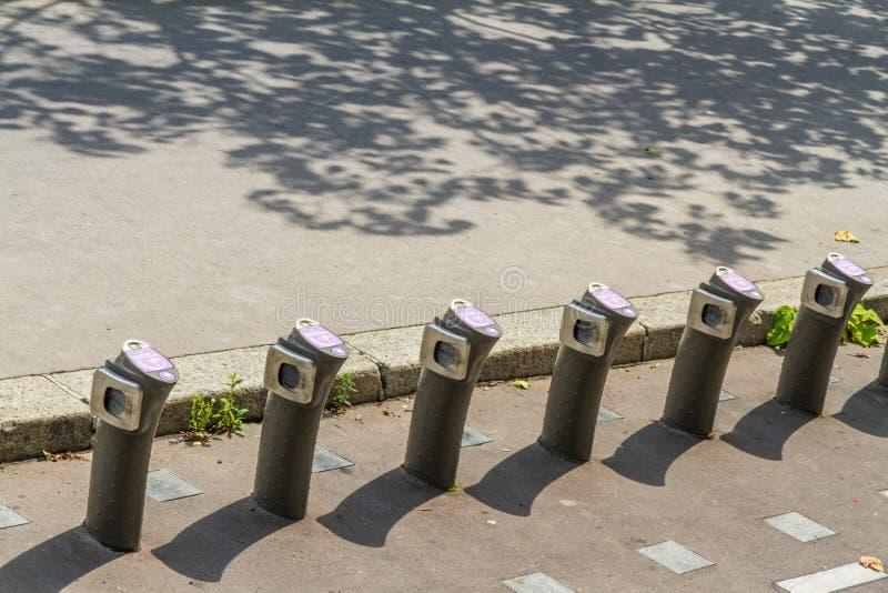 """巴黎,法国†""""8月23日:Velib自动自行车聘用statio 库存图片"""