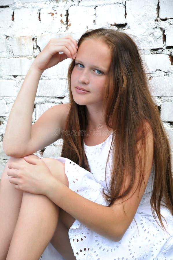 年轻,浪漫,美丽的女孩 夏天画象 免版税库存图片