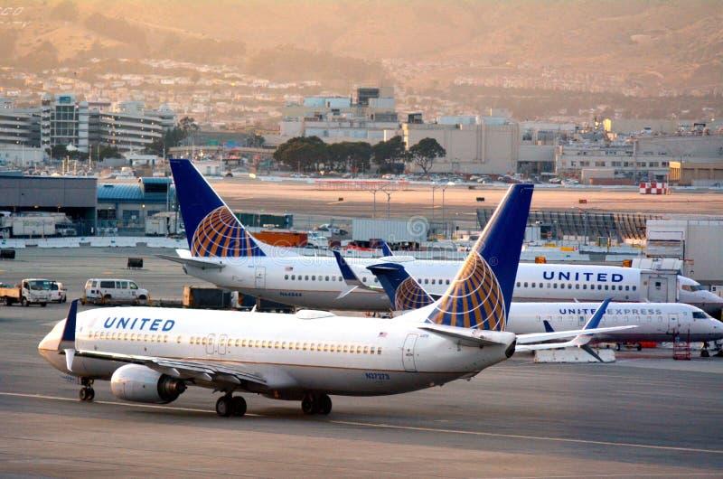 :联航飞机在旧金山国际机场 库存照片