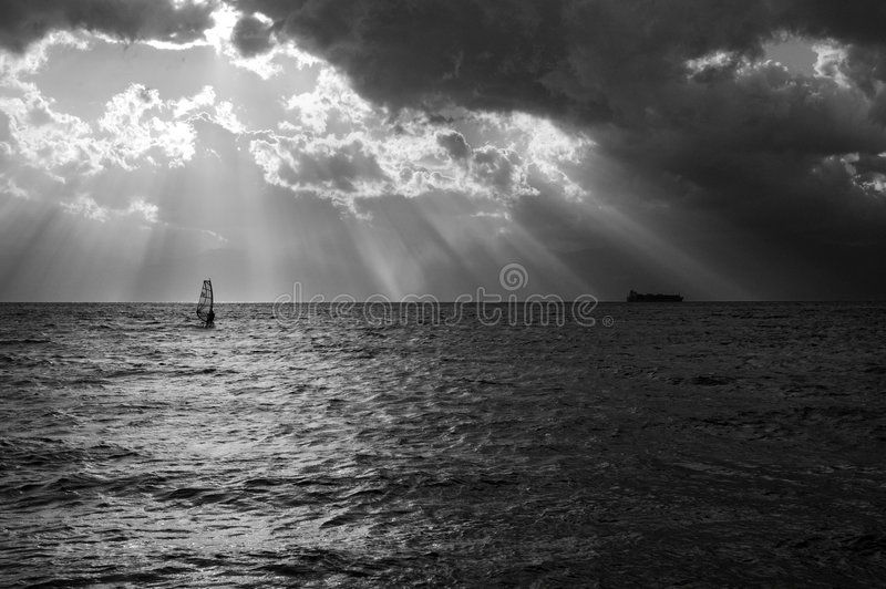 01风帆冲浪的多暴风雨的天气 库存照片