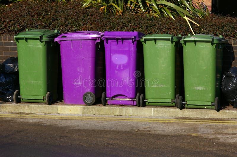 Download 01 мусорная корзина стоковое изображение. изображение насчитывающей прямоугольно - 490213