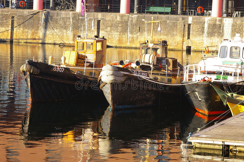 Download 01 шлюпка mersey стоковое изображение. изображение насчитывающей причалено - 492075