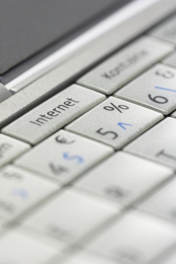 01 internet key smartphone royaltyfri foto