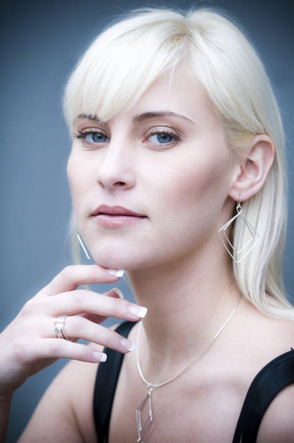 06美丽的金发碧眼的女人 免版税库存图片