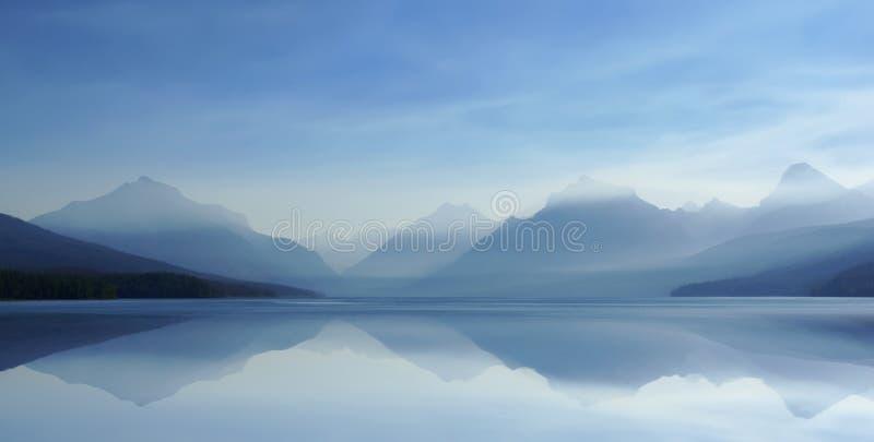 07 dimmig lake för 8 H royaltyfria bilder