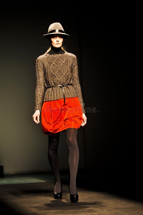 Download 080 Barcelona moda fotografia editorial. Obraz złożonej z runway - 28970437
