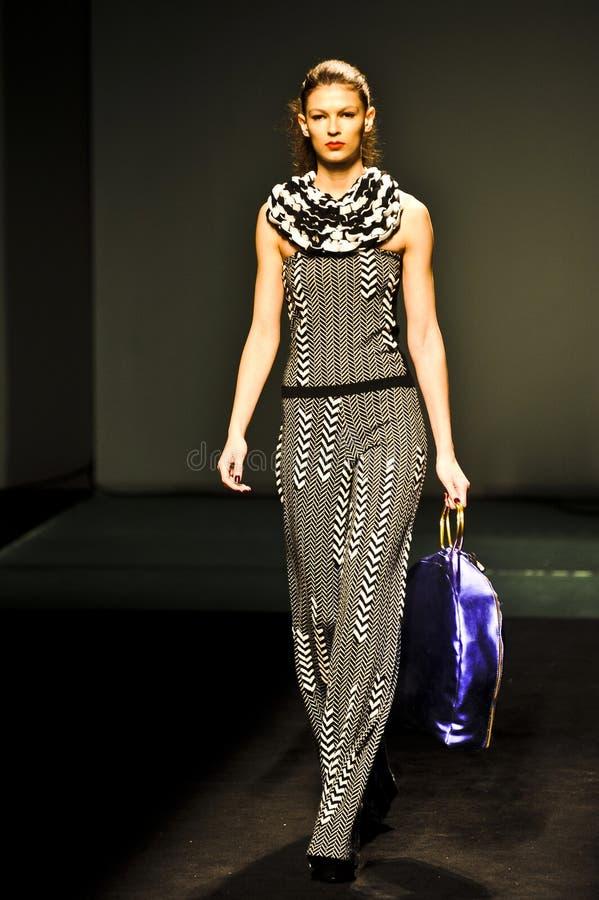 Download 080 Barcelona moda obraz stock editorial. Obraz złożonej z model - 28970474
