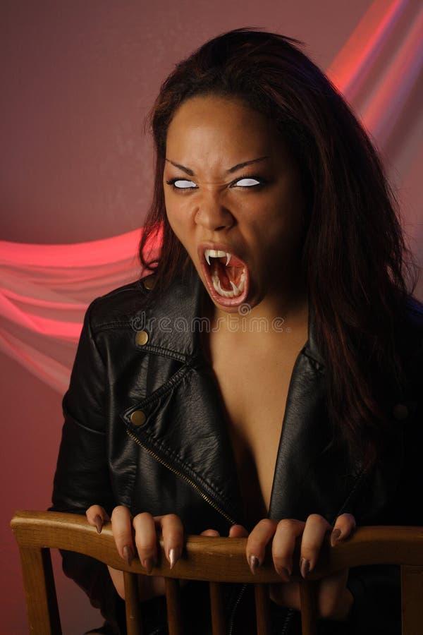 1个女性多种族吸血鬼 免版税库存图片