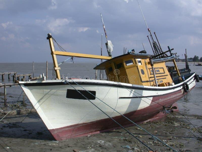 1个小船捕鱼 免版税库存图片