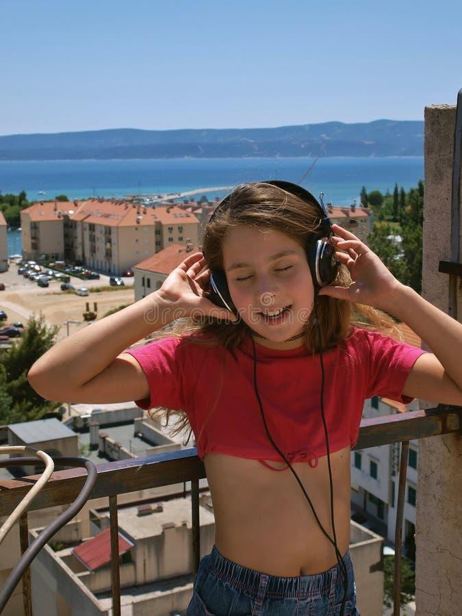1 μουσική ακούσματος κοριτσιών στοκ φωτογραφία με δικαίωμα ελεύθερης χρήσης