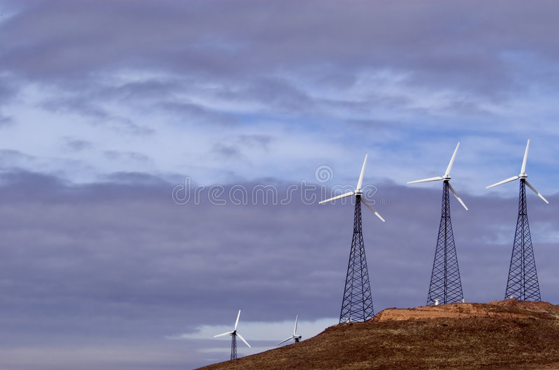 Download 1 ветер стана фермы стоковое изображение. изображение насчитывающей турбина - 490637