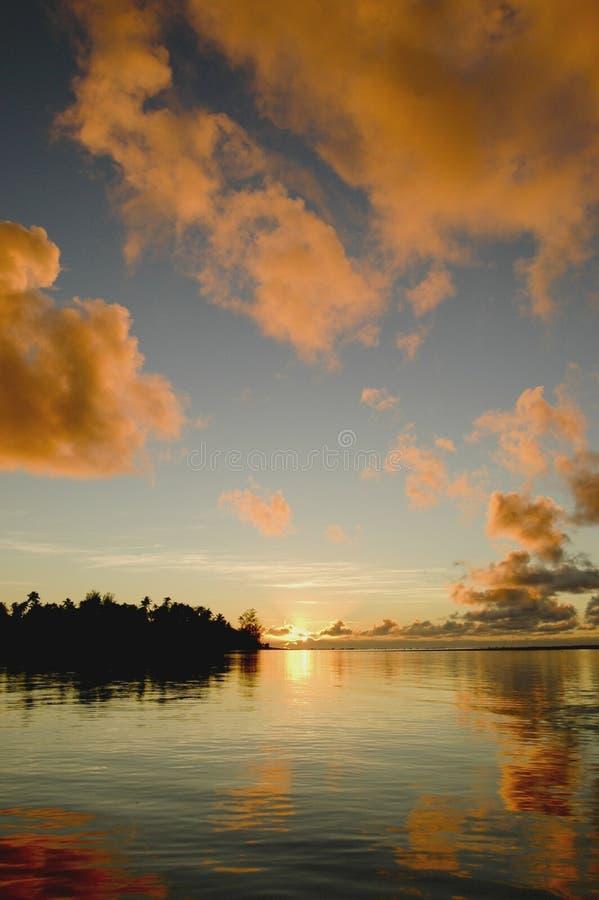 1 восход солнца rarotonga стоковое фото