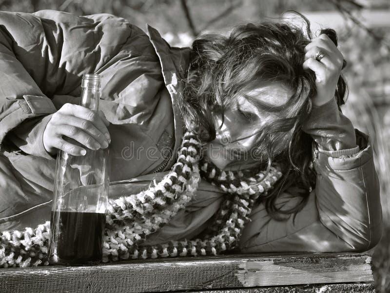 1 выпитая женщина стоковое изображение