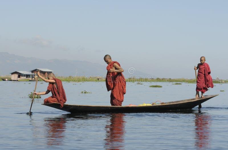 1 жизнь озера inle стоковая фотография rf