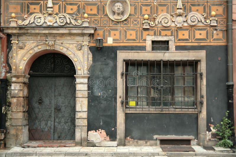 1 окно двери старое стоковое изображение