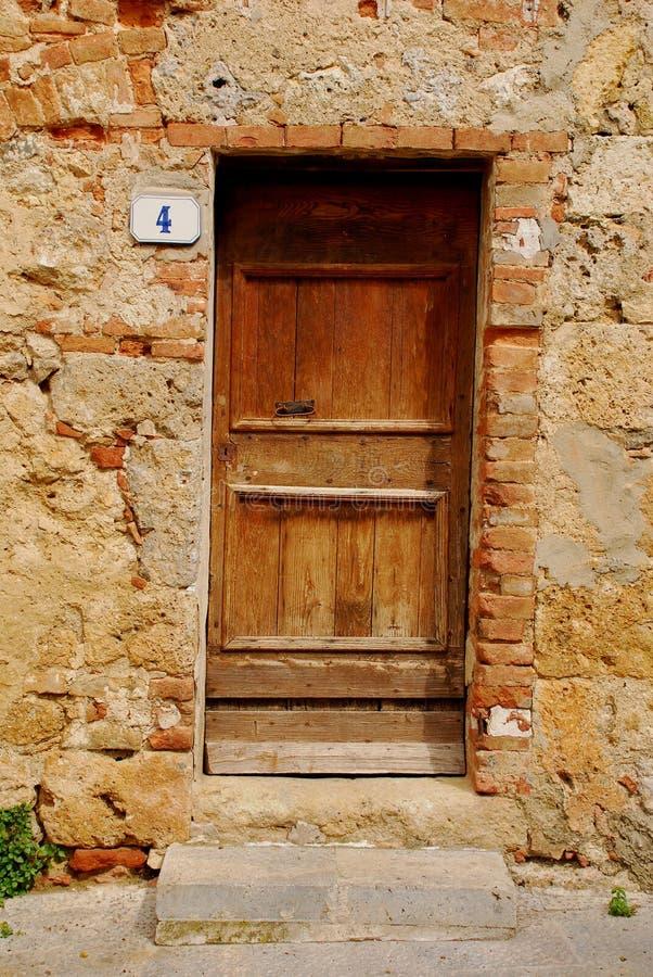 1 drewniane drzwi stary Toskanii fotografia royalty free