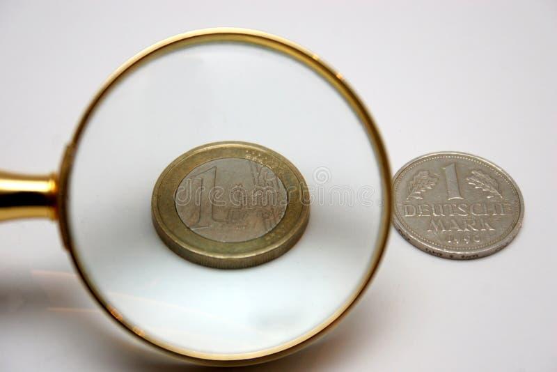 1 euro y 1 Marco alemán imagen de archivo libre de regalías