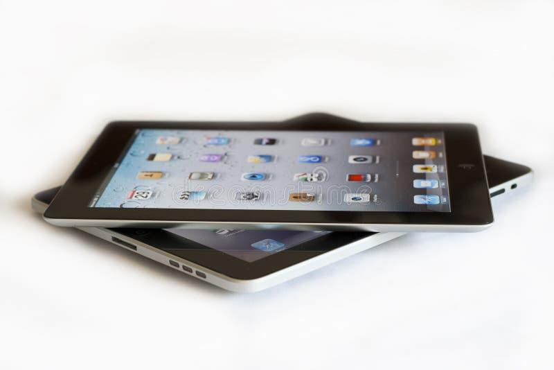 1 ipad 2 яблок против стоковое изображение