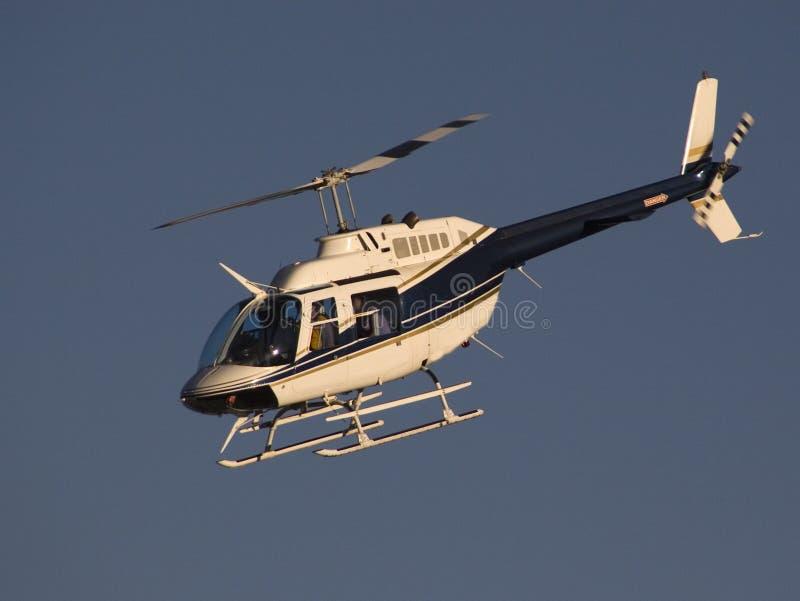 1 lot helikopterem zdjęcia stock