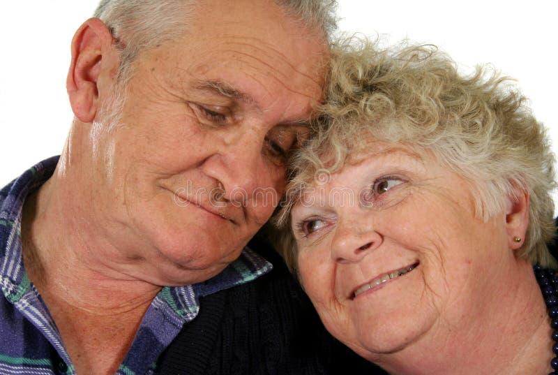 1 lyckliga pensionär för par arkivbild