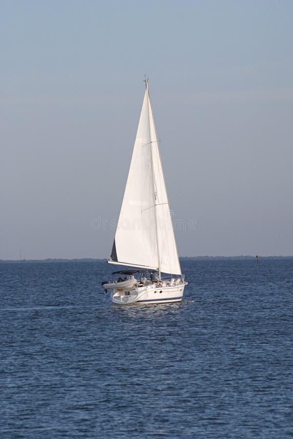 1 sailboat στοκ φωτογραφίες με δικαίωμα ελεύθερης χρήσης
