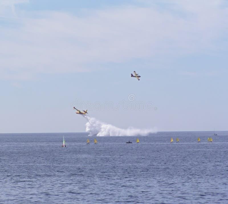 Download 1 Samolotu Na Ratunek Canadaire Zdjęcie Stock - Obraz złożonej z ogień, figurka: 143758