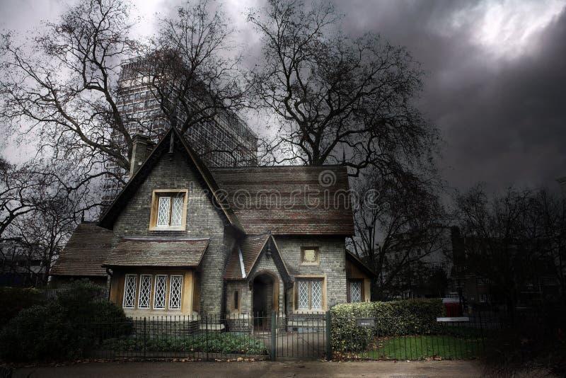 1 spökade hus royaltyfri bild