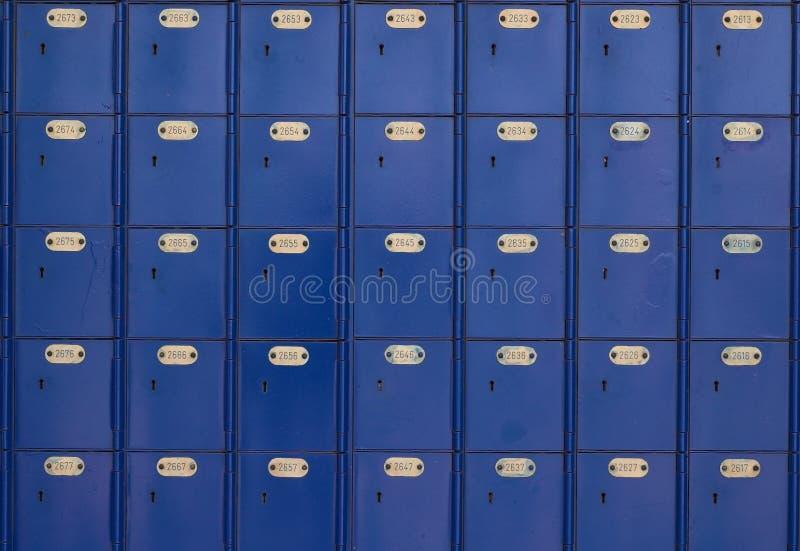 1 stolpe för kontor för blåa askar royaltyfria bilder