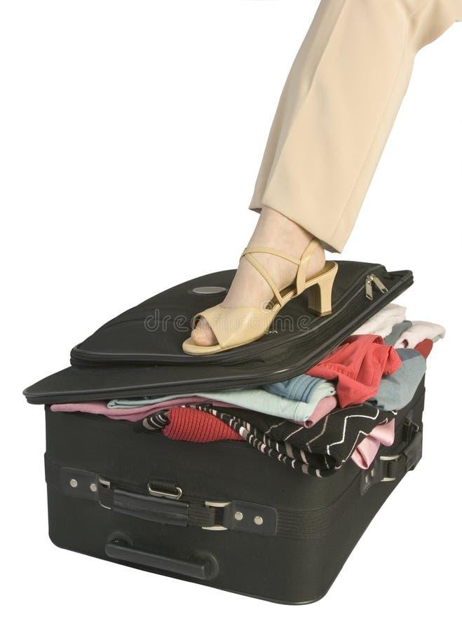 1 walizka overfilled fotografia stock