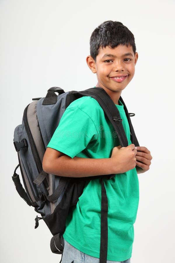 10个年龄背包男孩愉快的小学 库存图片