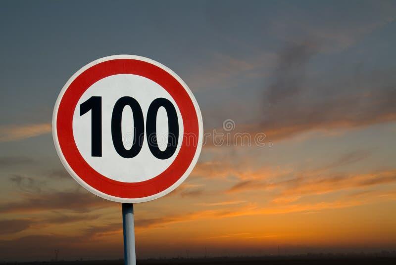 100 Kilometer-Begrenzung lizenzfreie stockbilder