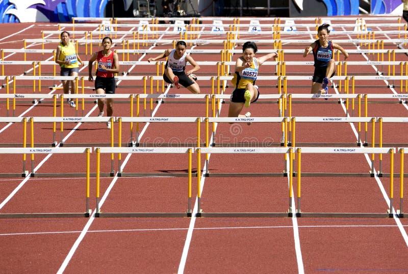 100 Meter-Hürden der Frauen stockfotografie