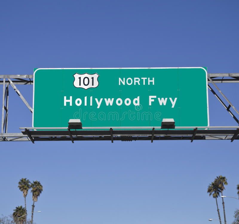 101 Hollywood Fwy avec des paumes photographie stock